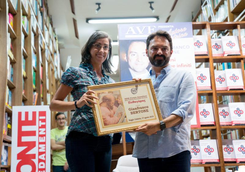 "Premio Anassilaos 2019 ""Pitagora"" al prof. Gianfranco Bertone"